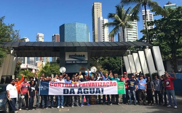 Trabalhadores (as) da Embasa fazem manifestação contra medida que privatiza a água